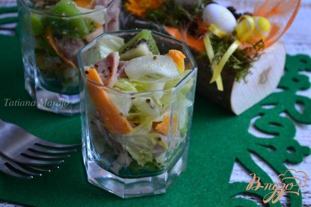 фото рецепта: Салат с копченой курицей и киви