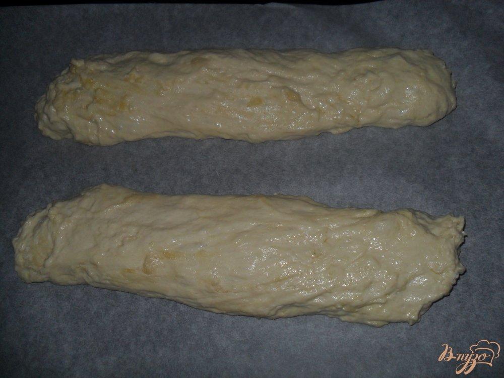 Фото приготовление рецепта: Небольшие домашние батоны на воде шаг №4