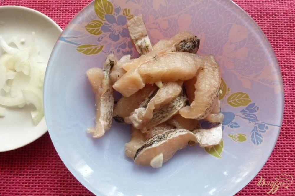 Фото приготовление рецепта: Маринованная щука по-домашнему шаг №2