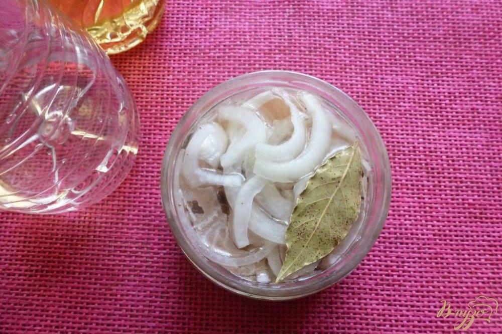 Фото приготовление рецепта: Маринованная щука по-домашнему шаг №4