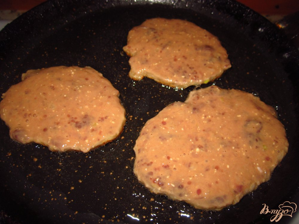 Фото приготовление рецепта: Печеночные блинчики с клетчаткой шаг №5