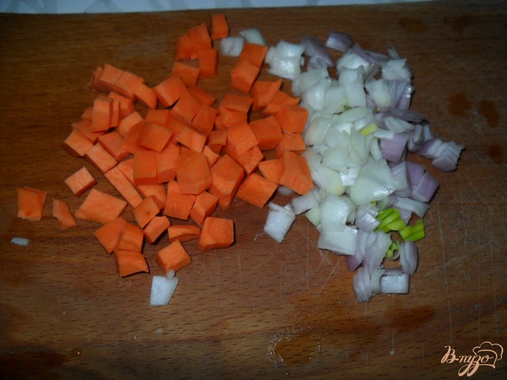 Фото приготовление рецепта: Сырный суп с фрикадельками в мультиварке шаг №2