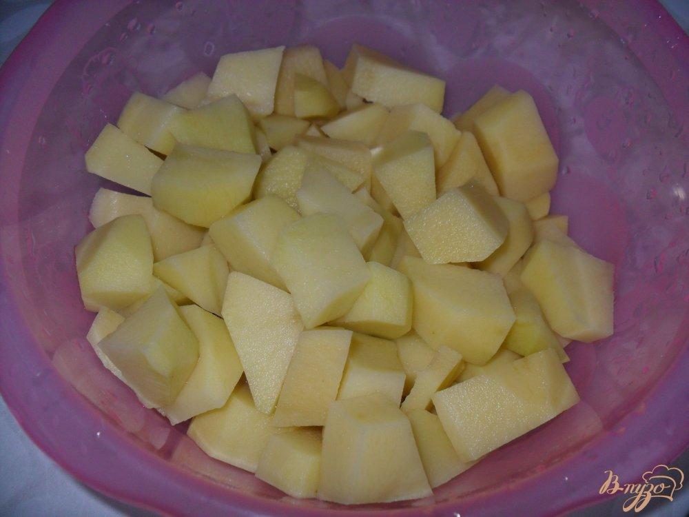 Фото приготовление рецепта: Сырный суп с фрикадельками в мультиварке шаг №1