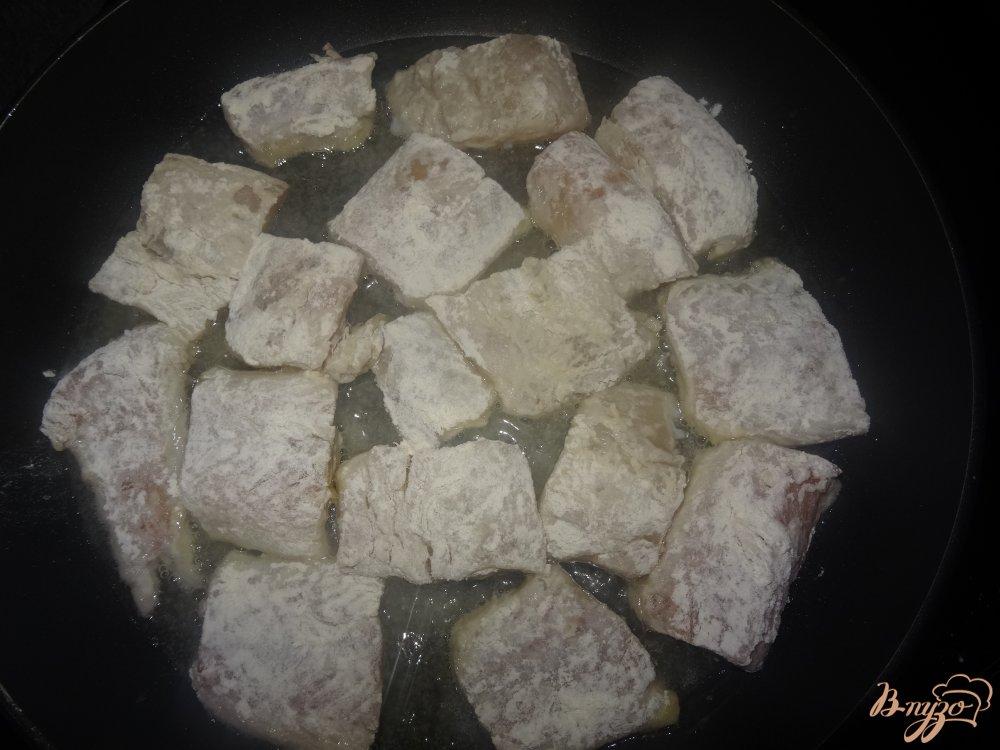Фото приготовление рецепта: Филе хека в томатном соусе шаг №3