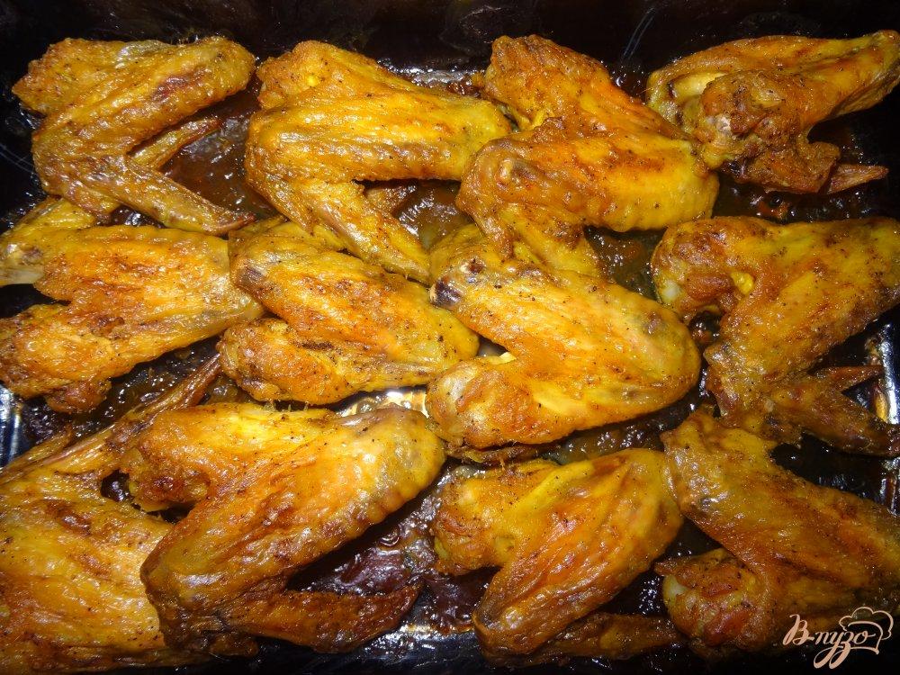Фото приготовление рецепта: Куриные крылышки маринованные в майонезе шаг №5