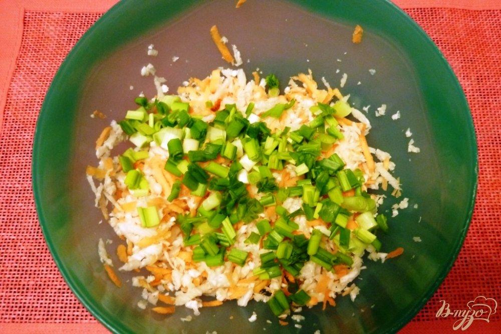 Фото приготовление рецепта: Салат из редьки с морковью шаг №3