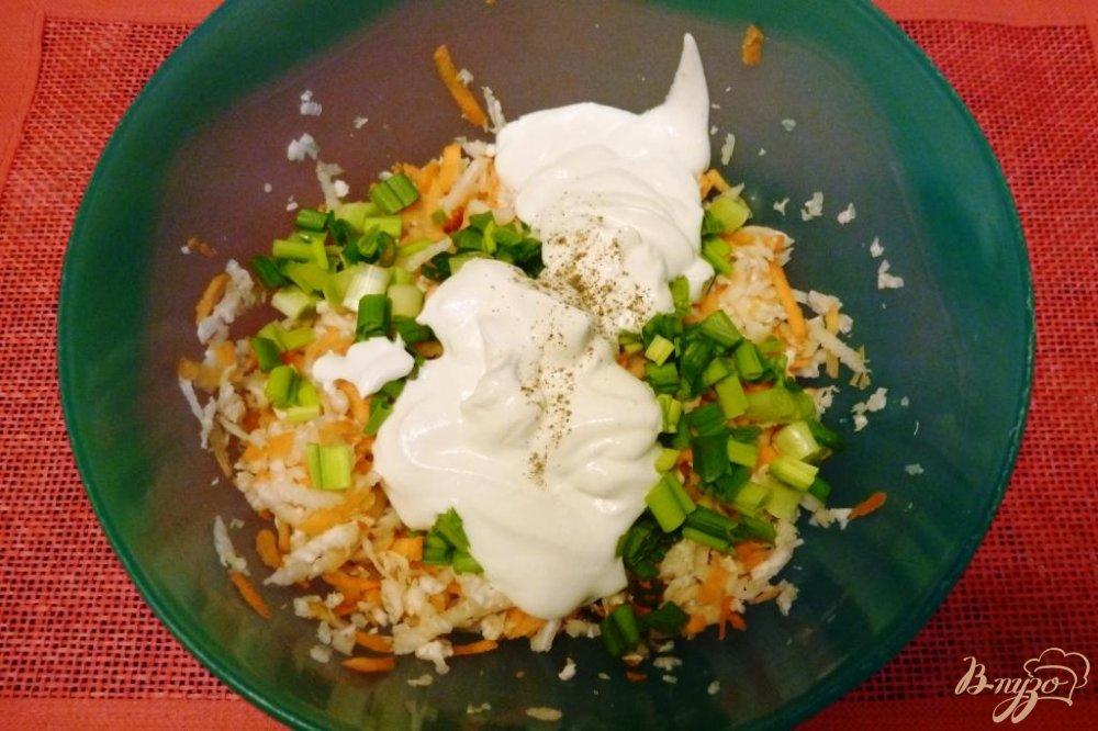 Фото приготовление рецепта: Салат из редьки с морковью шаг №4