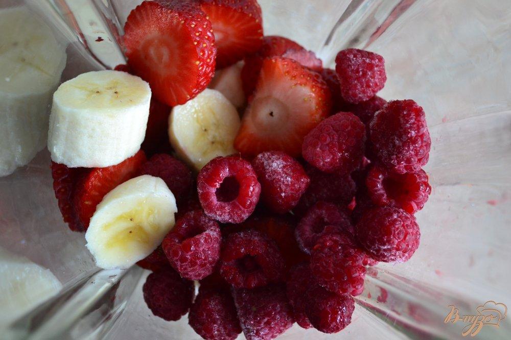 Фото приготовление рецепта: Смузи с ягодами и овсом шаг №2