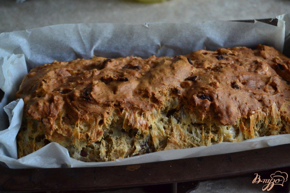 Фото приготовление рецепта: Закусочный хлеб на пиве с копченой ветчиной и луком шаг №7