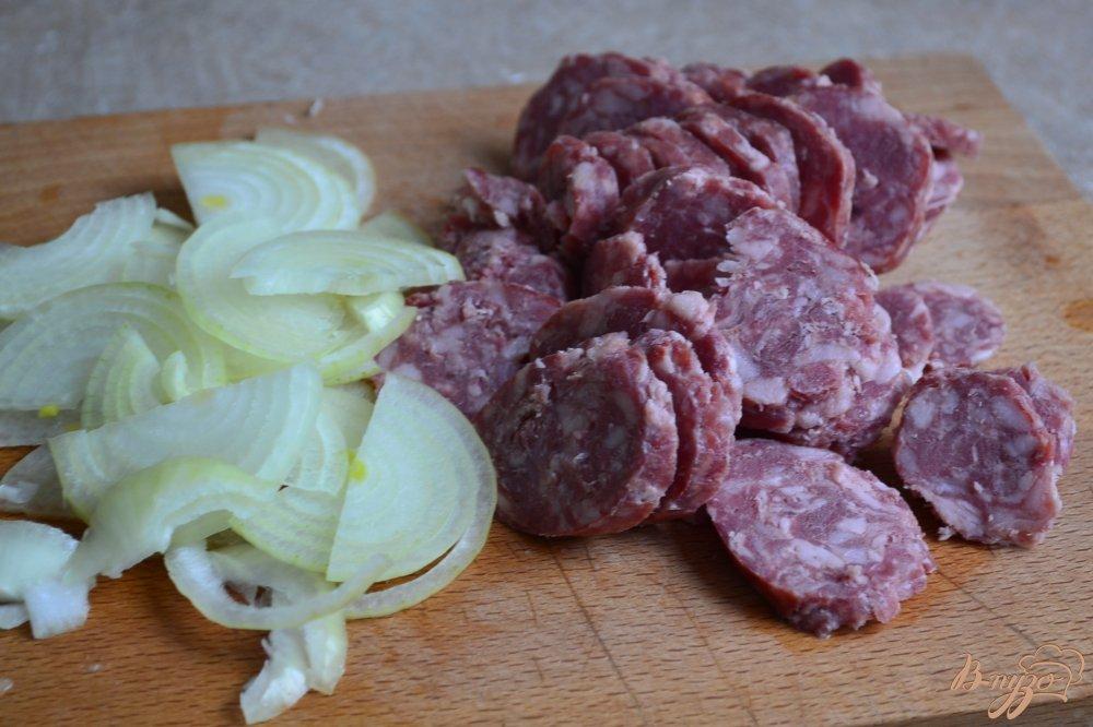 Рецепт Закусочная лепешка с копчеными колбасками и луком