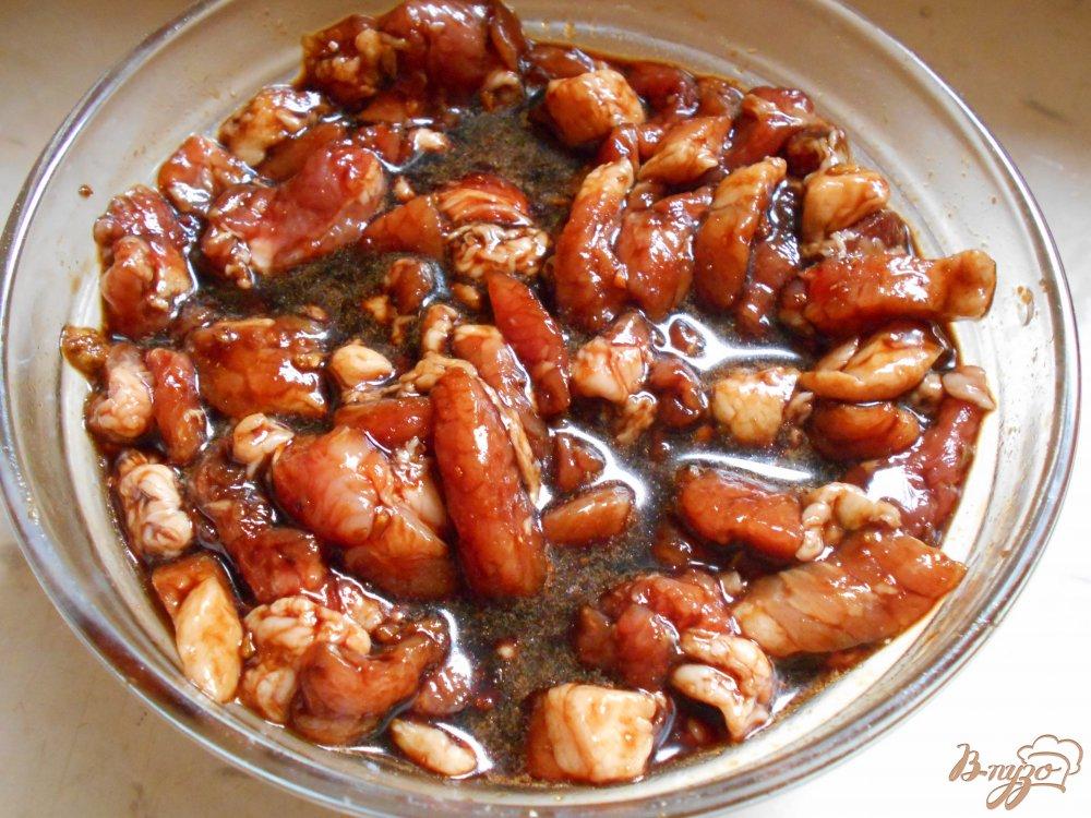 Фото приготовление рецепта: Свинина по-китайски с ореховой смесью в воке шаг №3