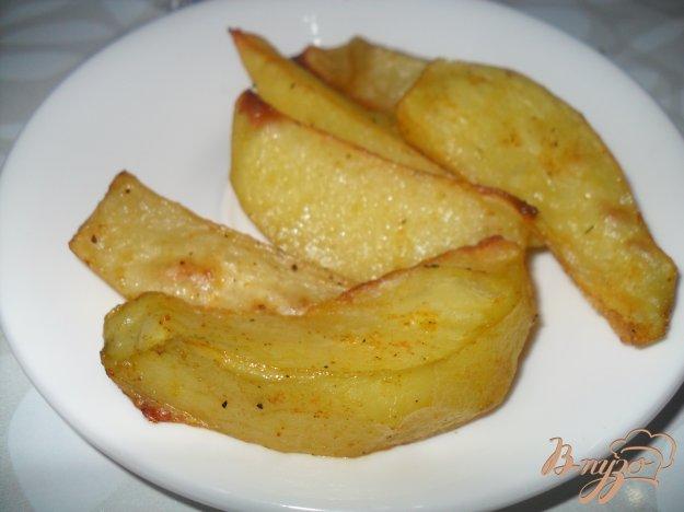 фото рецепта: Запеченные картофельные дольки