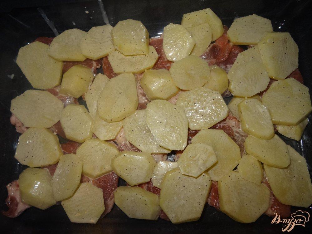 Фото приготовление рецепта: Мясо с картофелем по французски шаг №7