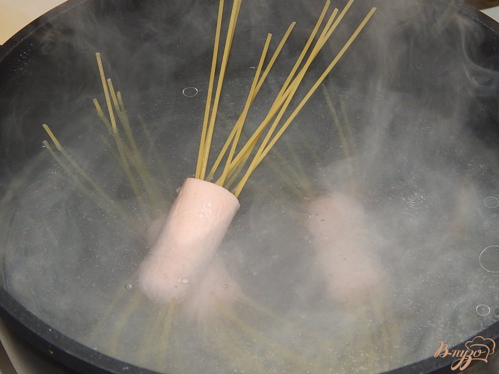 Фото приготовление рецепта: Волосатые сосиски шаг №4