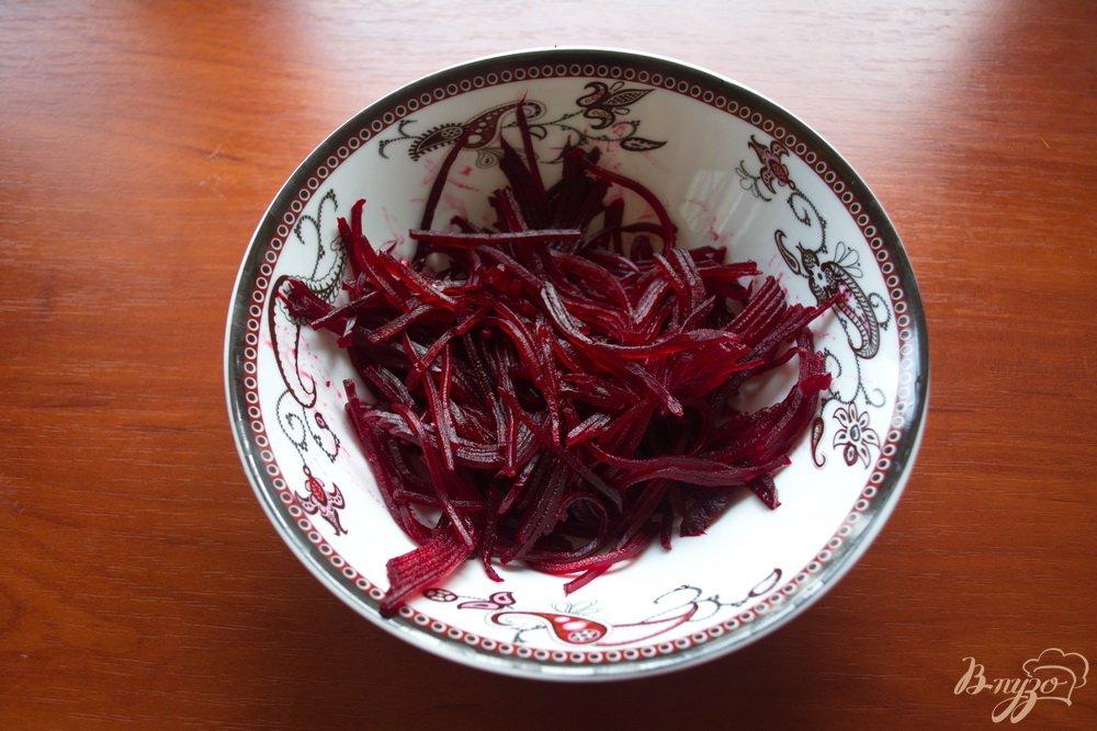 Фото приготовление рецепта: Свекольный салат с сыром без майонеза шаг №1