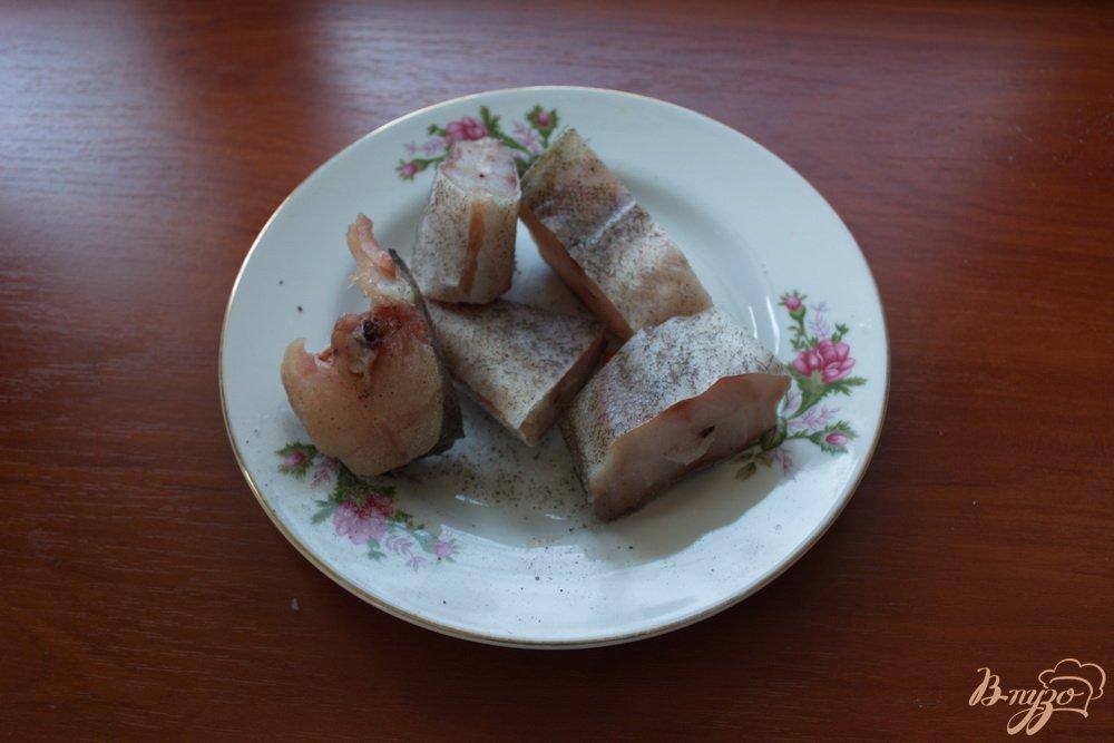 Фото приготовление рецепта: Минтай под сметаной и сыром в духовке шаг №1
