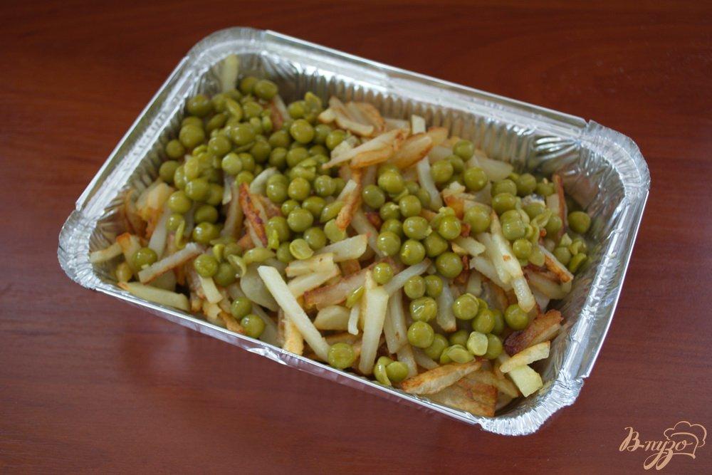 Фото приготовление рецепта: Запеченный минтай в духовке под сыром шаг №5