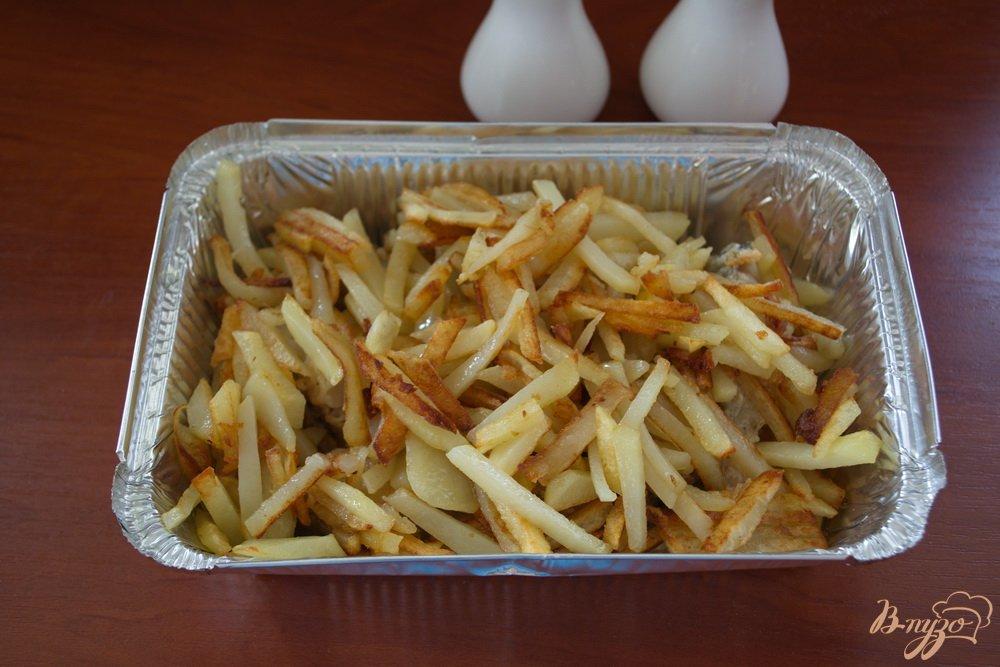 Фото приготовление рецепта: Запеченный минтай в духовке под сыром шаг №4