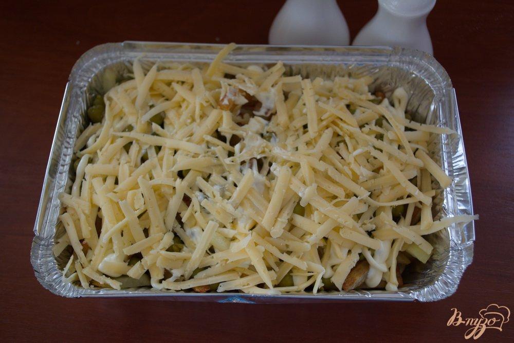 Фото приготовление рецепта: Запеченный минтай в духовке под сыром шаг №6