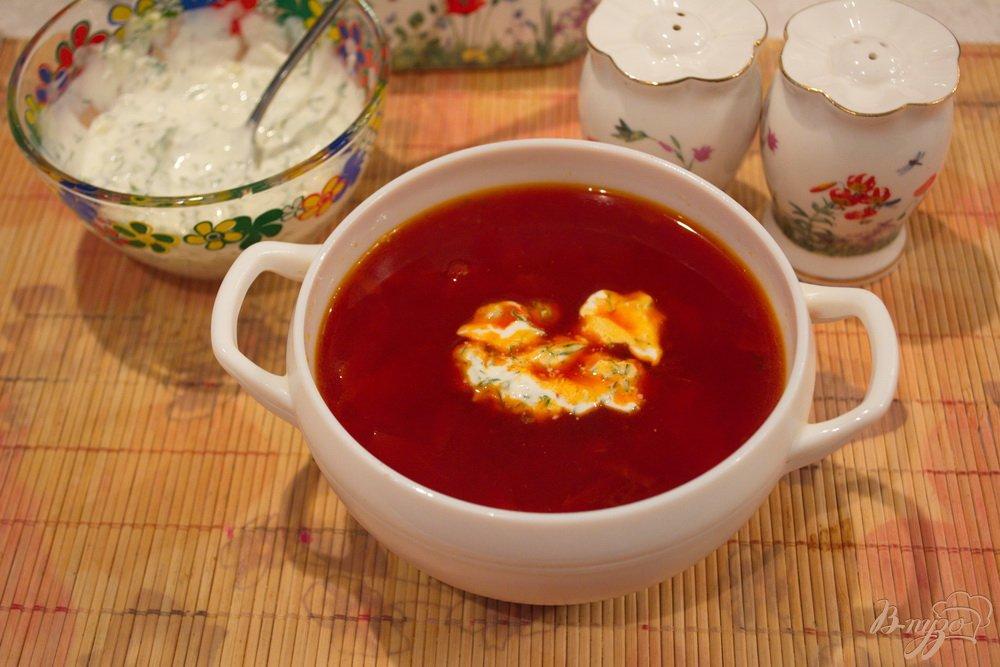 Фото приготовление рецепта: Вкусный борщ со сметанной заправкой шаг №11