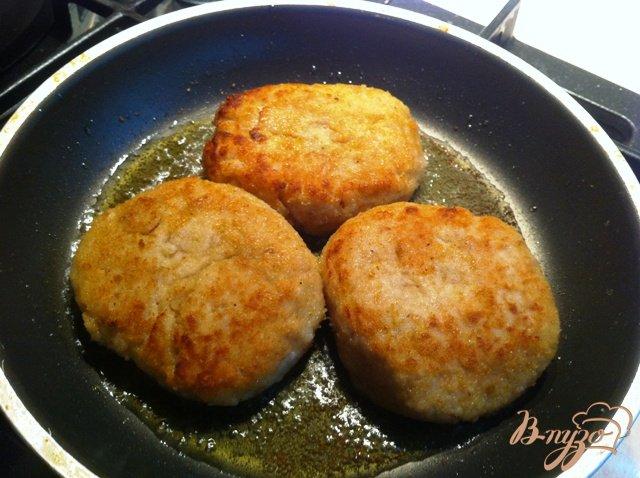 Фото приготовление рецепта: Куриные биточки шаг №3