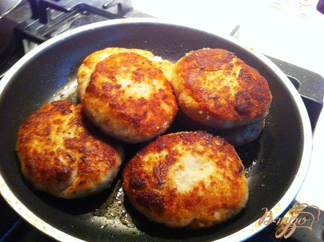 Фото приготовление рецепта: Куриные биточки шаг №4