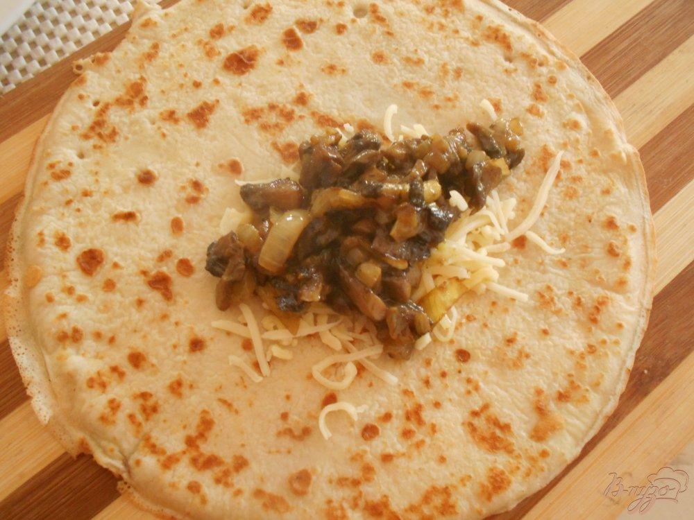 Фото приготовление рецепта: Блинчики с начинкой из грибов с карри шаг №4