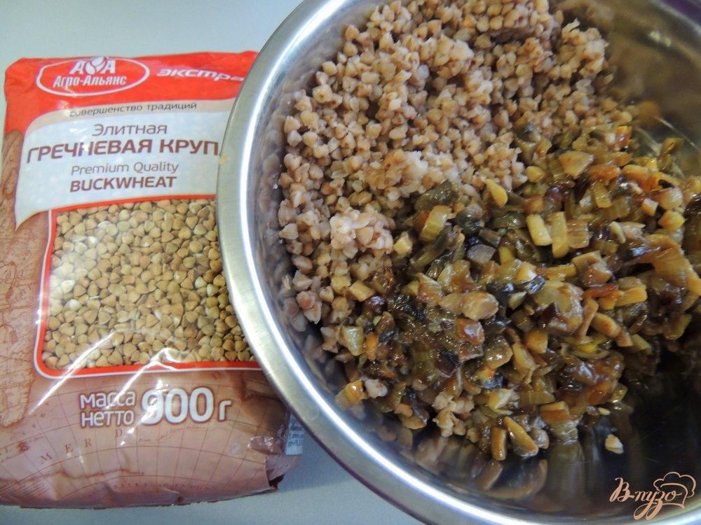 Фото приготовление рецепта: Тефтели из гречки и грибов шаг №3