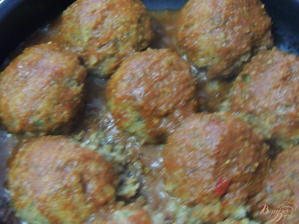 Фото приготовление рецепта: Тефтели из гречки и грибов шаг №5