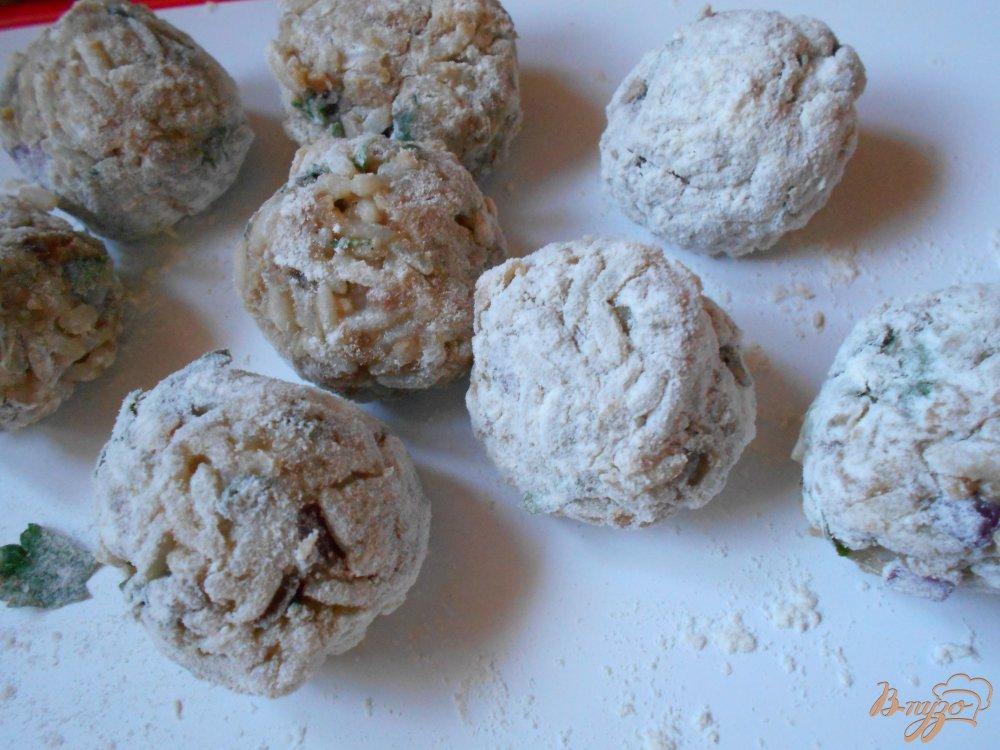 Фото приготовление рецепта: Греческие фрикадельки в яично-лимонном соусе шаг №4