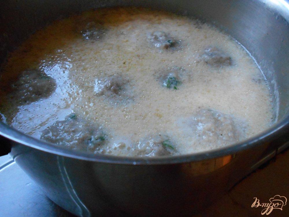 Фото приготовление рецепта: Греческие фрикадельки в яично-лимонном соусе шаг №8
