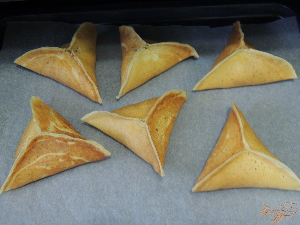 Фото приготовление рецепта: Треуголки блинные с курино-грибной начинкой и соусом шаг №7