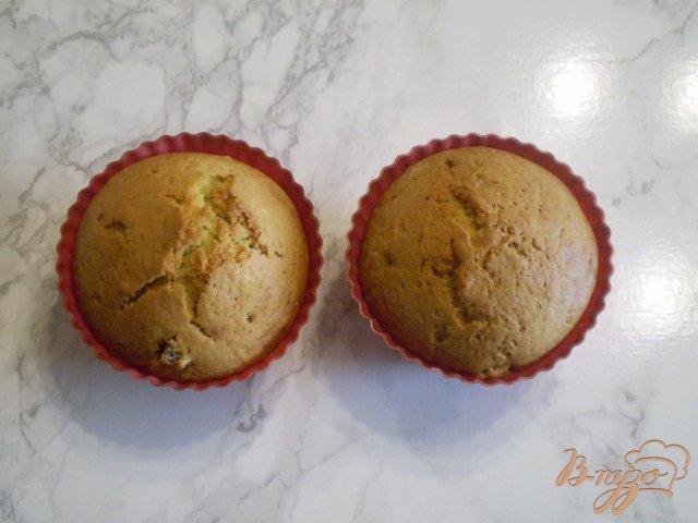 Фото приготовление рецепта: Кексы ванильные с творогом и изюмом шаг №9