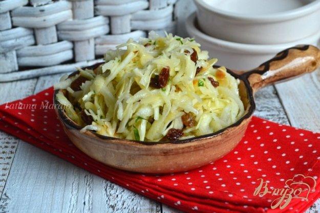 фото рецепта: Капустный салат с черной редькой и яблоком