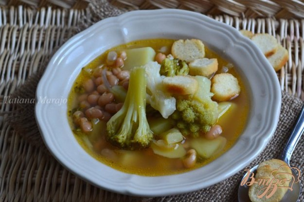 фото рецепта: Капустный суп с белой фасолью