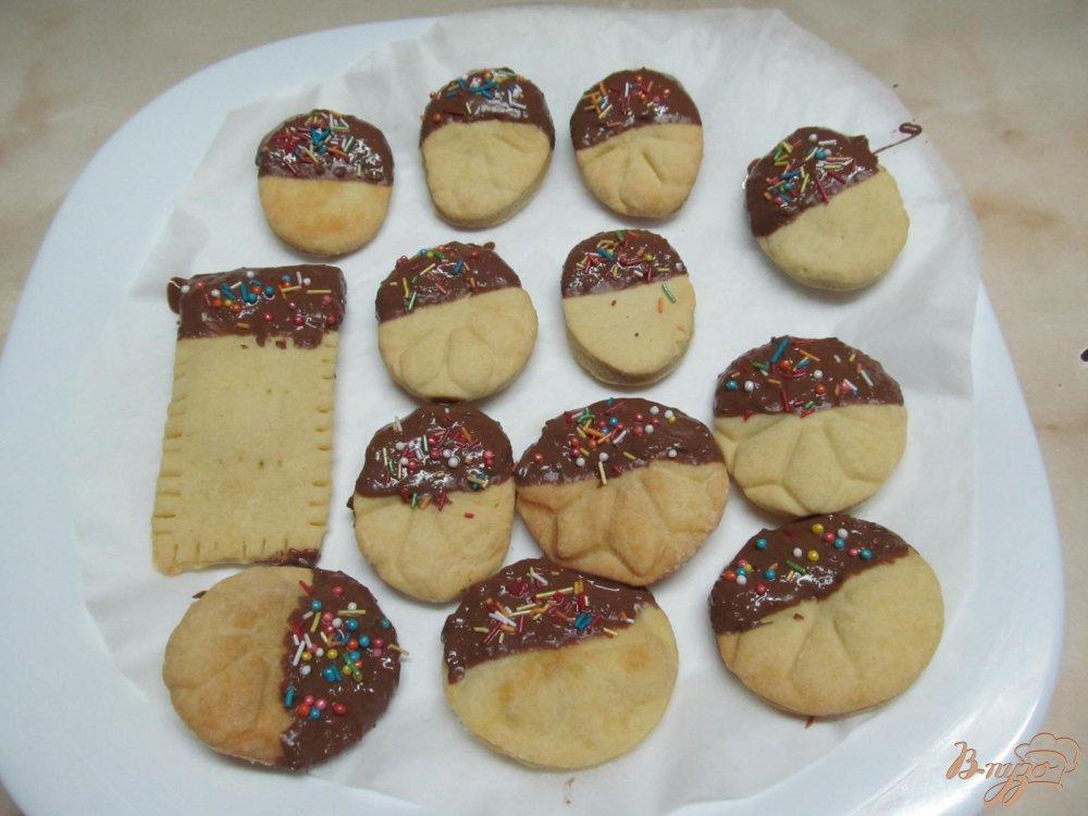 Фото приготовление рецепта: Печенье с шоколадной глазури шаг №8