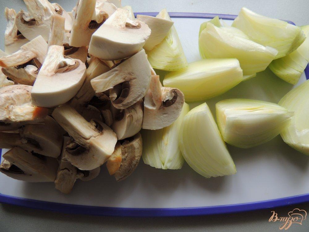 Фото приготовление рецепта: Куриные котлеты с грибами и овсянкой шаг №2
