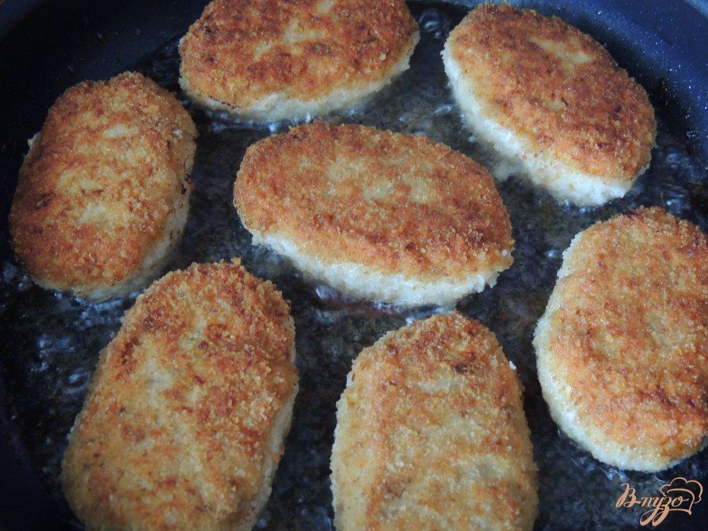 Фото приготовление рецепта: Куриные котлеты с грибами и овсянкой шаг №6