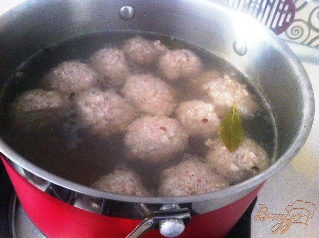Фото приготовление рецепта: Суп с фрикадельками шаг №4