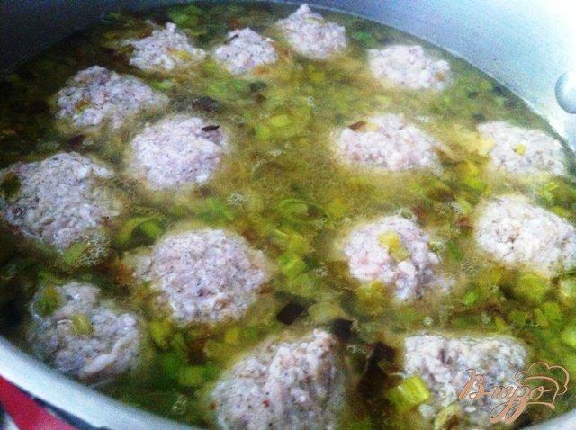 Фото приготовление рецепта: Суп с фрикадельками шаг №5