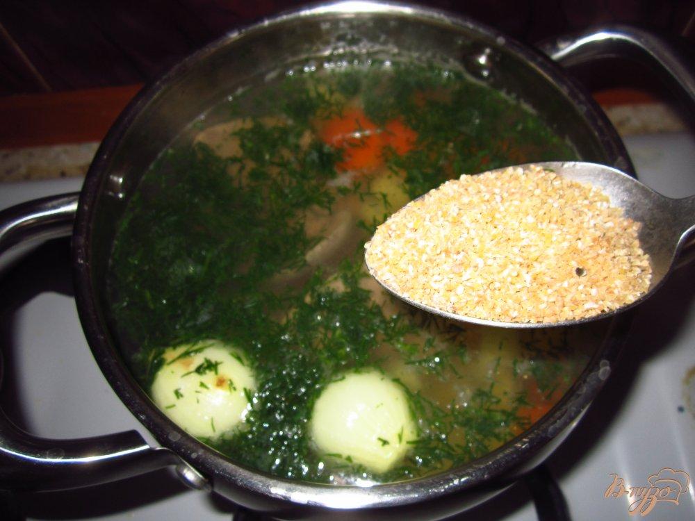 Фото приготовление рецепта: Суп с яйцом и зеленью шаг №3
