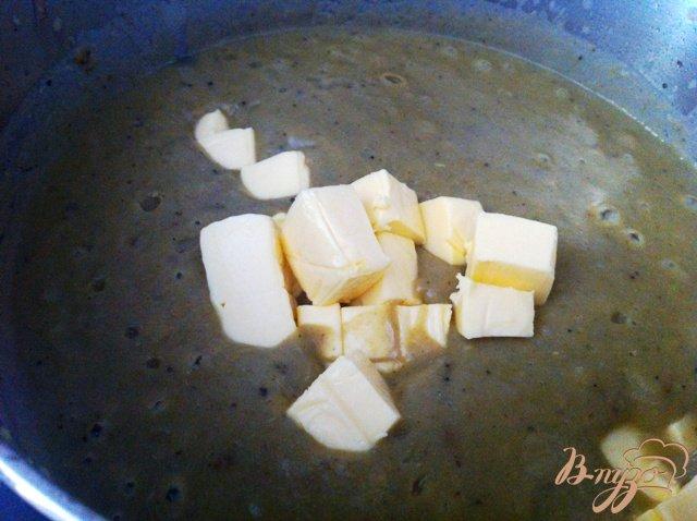 Фото приготовление рецепта: Сырный крем-суп с брокколи шаг №4