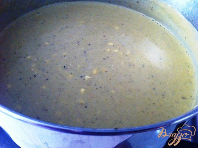 Фото приготовление рецепта: Сырный крем-суп с брокколи шаг №5