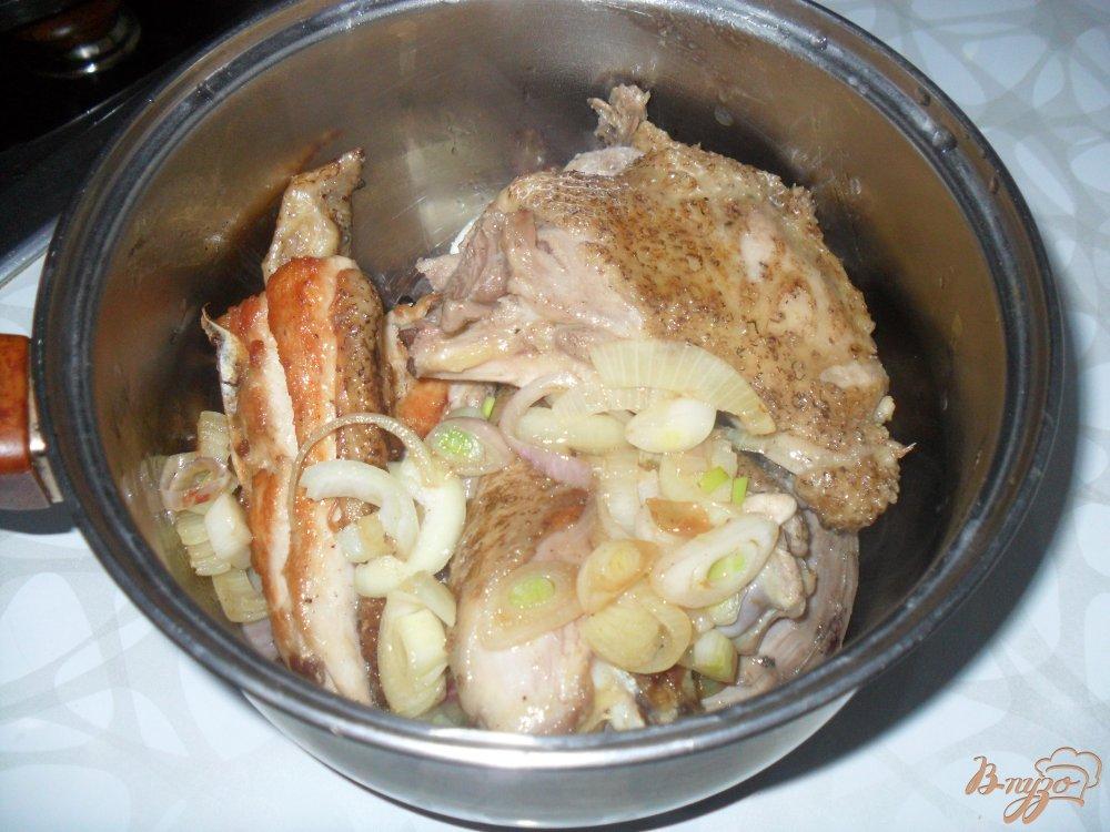 Фото приготовление рецепта: Курица тушенная шаг №3