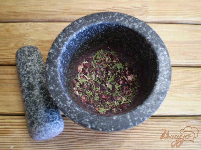 Фото приготовление рецепта: Чай из каркаде и мяты шаг №3