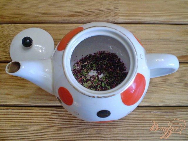 Фото приготовление рецепта: Чай из каркаде и мяты шаг №4