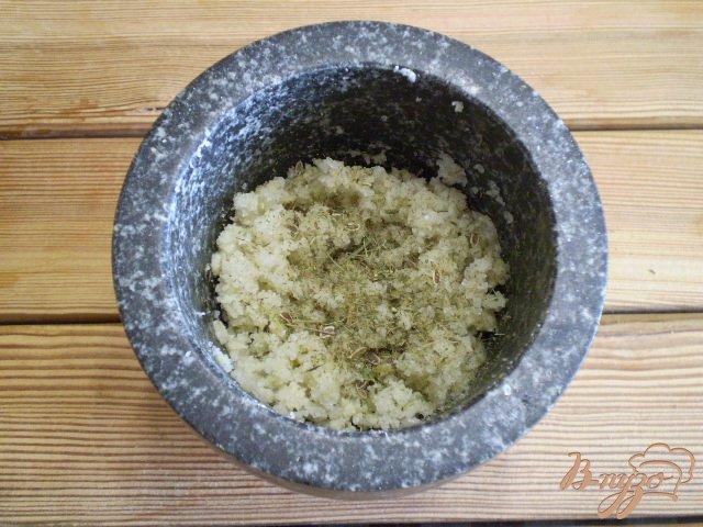 Фото приготовление рецепта: Адыгейская чесночная соль шаг №6
