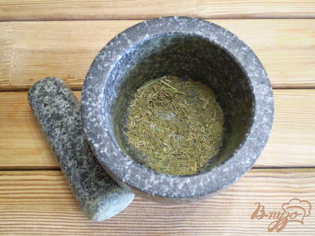 Фото приготовление рецепта: Адыгейская чесночная соль шаг №3