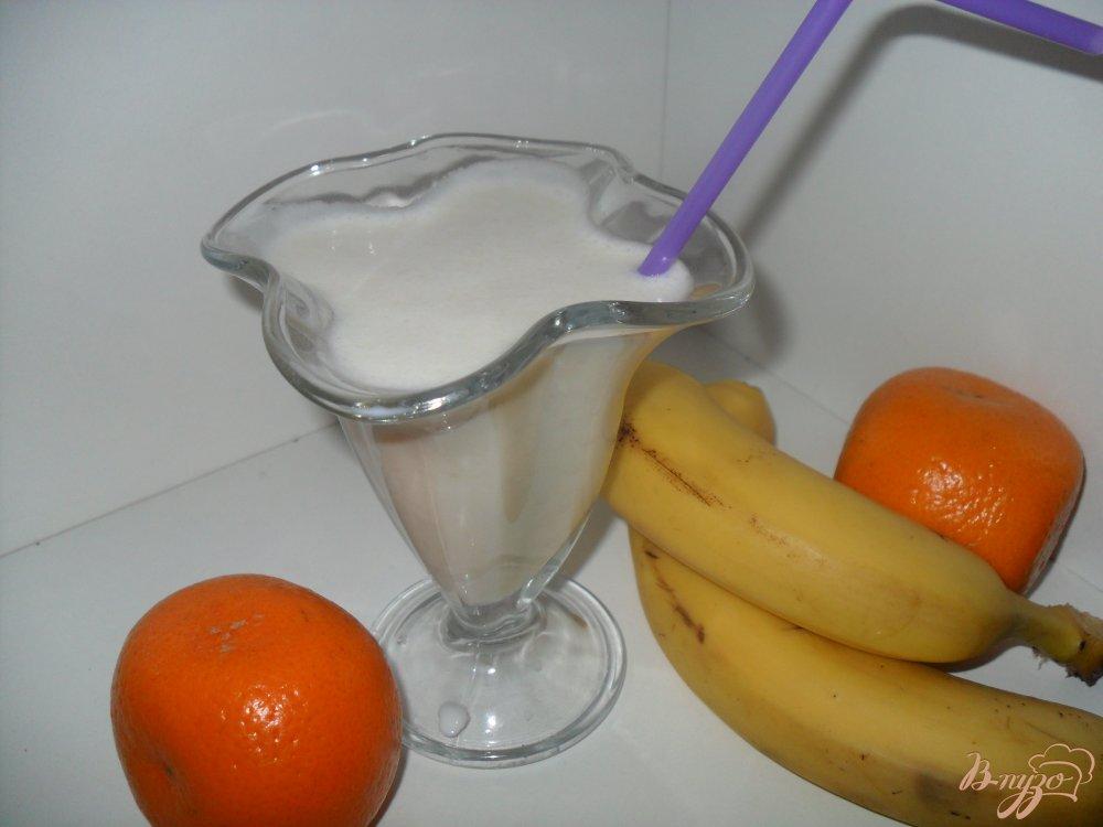 Фото приготовление рецепта: Банановый молочный коктейль шаг №3