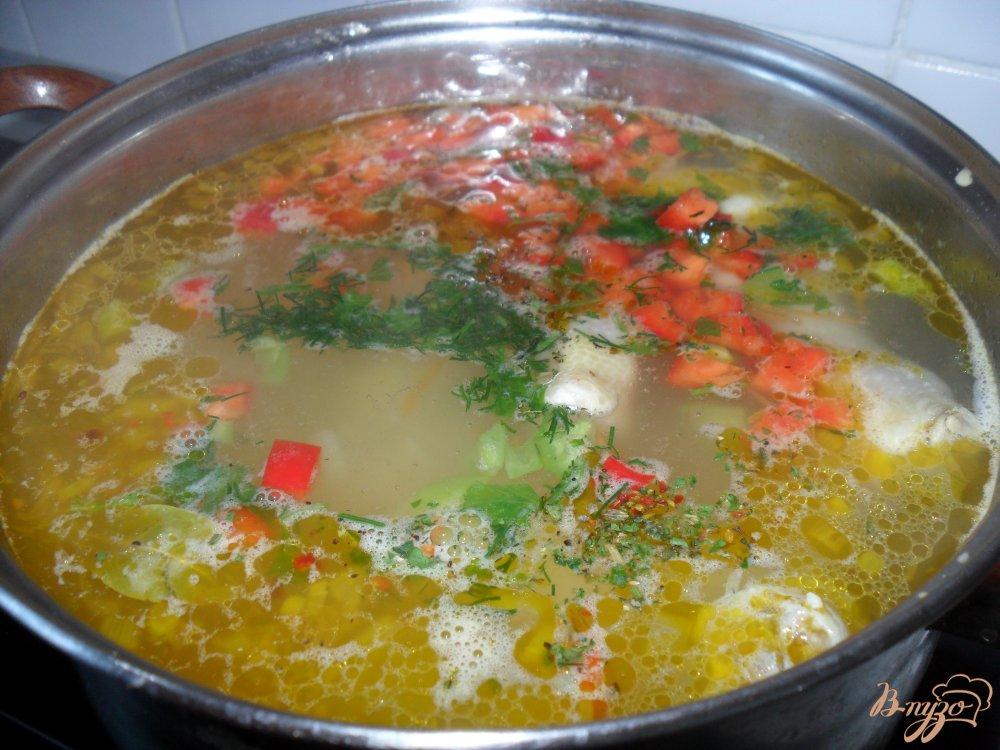 Фото приготовление рецепта: Суп с куриными ножками шаг №4
